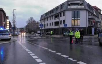 Μία νεκρή από το «τρελό» αυτοκίνητο που έπεσε σε στάση λεωφορείου