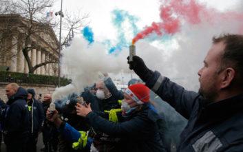 Αυστηρό μήνυμα από το Παρίσι στον Τραμπ για τα «κίτρινα γιλέκα»
