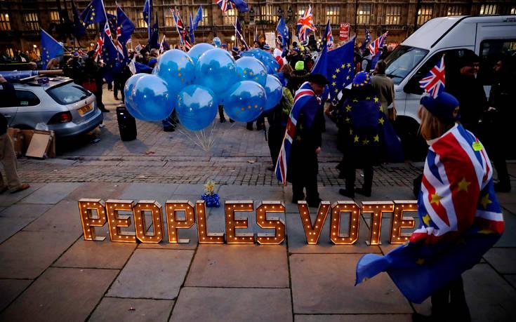 Χαντ: Στο τραπέζι το Brexit χωρίς συμφωνία