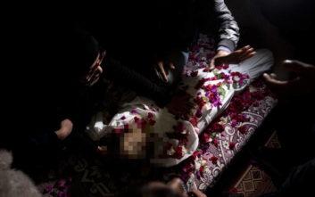 Θρήνος στην κηδεία 4χρονου που χτυπήθηκε από θραύσματα στη Λωρίδα της Γάζας