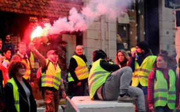 Σκληραίνει τη στάση της κατά των «κίτρινων γιλέκων» η γαλλική κυβέρνηση