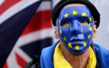 Τι γράφει ο βρετανικός Τύπος με την ήττα της Μέι ενόψει