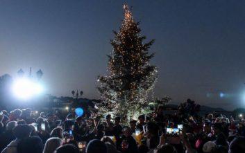 Άναψε το χριστουγεννιάτικο δέντρο στο Μάτι