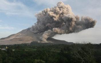 Το ηφαίστειο Ανάκ Κρακατόα έχασε τα δύο τρίτα του ύψους του