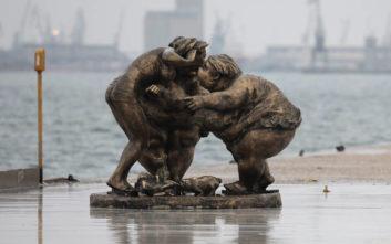 Οι «παχουλές γυναίκες» που κλέβουν τις εντυπώσεις στη Θεσσαλονίκη