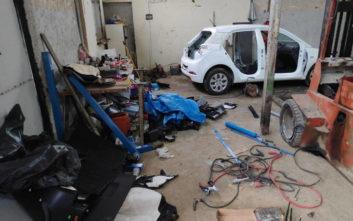 Σπείρα έκλεβε οχήματα, τα αποσυναρμολογούσε και πούλαγε τα ανταλλακτικά