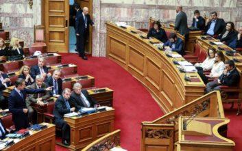Υψηλοί τόνοι ανάμεσα σε Τσίπρα και Μητσοτάκη με αναφορές σε «τζόβενους» και «αρχιερείς των fake news»