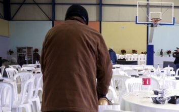 Ο δήμος Αθηναίων έστρωσε και φέτος το χριστουγεννιάτικο τραπέζι στους άστεγους