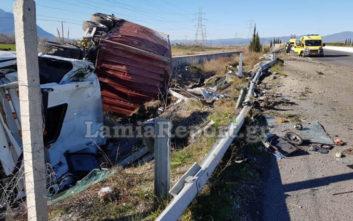 Το φορτηγό διαλύθηκε, ο οδηγός σώθηκε από θαύμα
