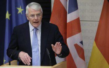Να σταματήσει το «ρολόι» του Brexit ζητά ο Τζον Μέιτζορ