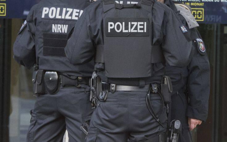 FAZ: Σκάνδαλο συγκάλυψης με αστυνομικούς σε ακροδεξιό πυρήνα