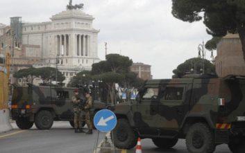 Η Ιταλία βγάζει τον στρατό στους δρόμους της Ρώμης για να... κλείσει τις λακούβες