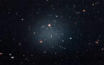 Η θεωρία που επιχειρεί να εξηγήσει το δίδυμο μυστήριο της σκοτεινής ύλης και της σκοτεινής ενέργειας