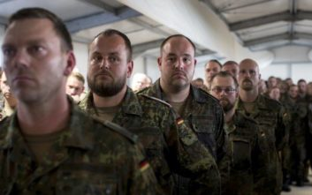 The Times: Φασιστικοί πυρήνες στο γερμανικό στρατό έχουν στο στόχαστρο πολιτικούς ηγέτες