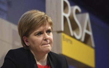 Δριμύ κατηγορώ από την πρωθυπουργό της Σκωτίας κατά της Τερέζα Μέι