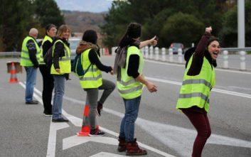 Οι γυναίκες πήραν τη σκυτάλη στις διαμαρτυρίες των «Κίτρινων Γιλέκων» στο Παρίσι