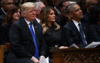 Ο θάνατος του Τζορτζ Μπους έφερε κοντά Τραμπ και Ομπάμα