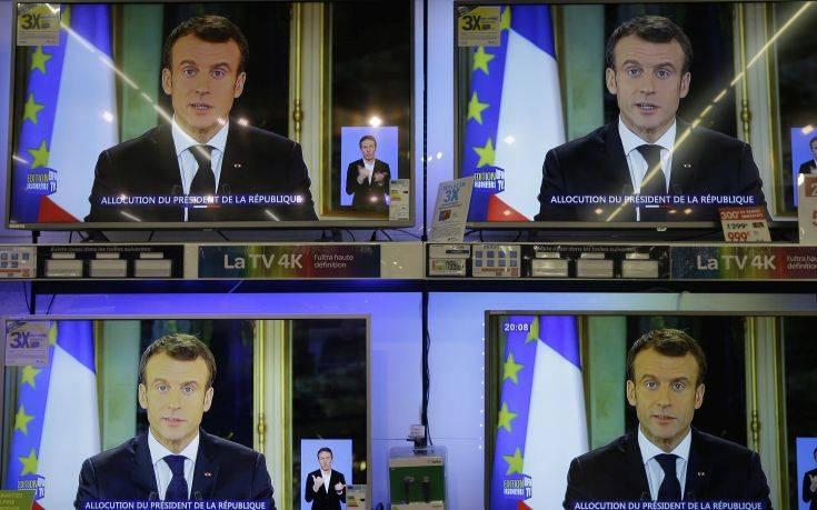 Διχασμένοι οι Γάλλοι για το αν πρέπει να ξαναβγούν στους δρόμους τα «κίτρινα γιλέκα»