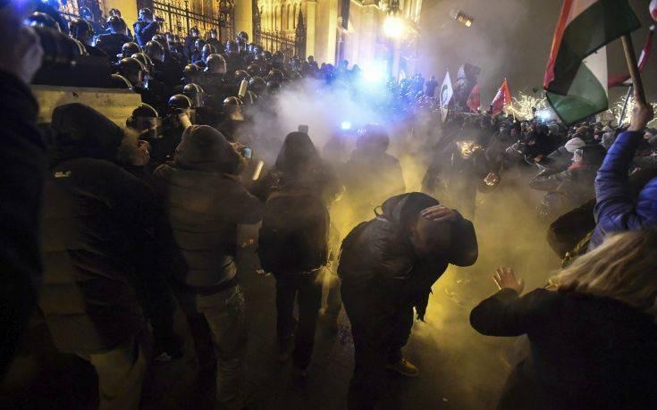 Βίαιες κινητοποιήσεις στη Βουδαπέστη για τρίτη συνεχόμενη νύχτα