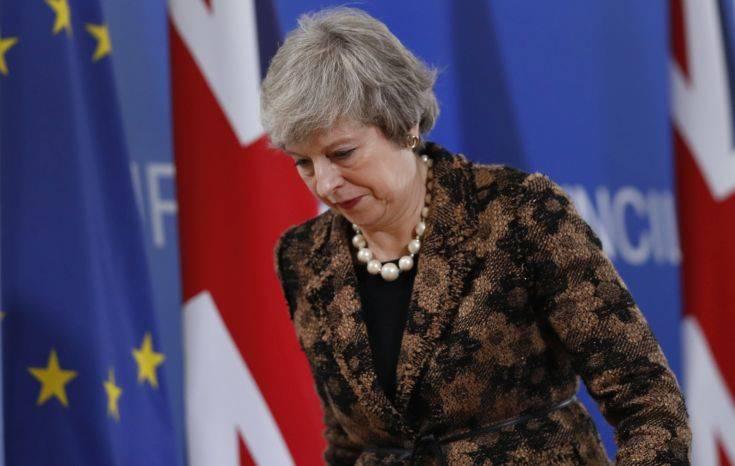Σφοδρή κόντρα Μέι-Μπλερ με φόντο το Brexit