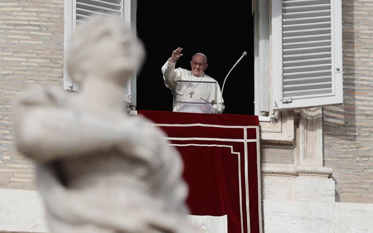 Πάπας Φραγκίσκος: Μην κατηγορείτε τους μετανάστες για τα πάντα