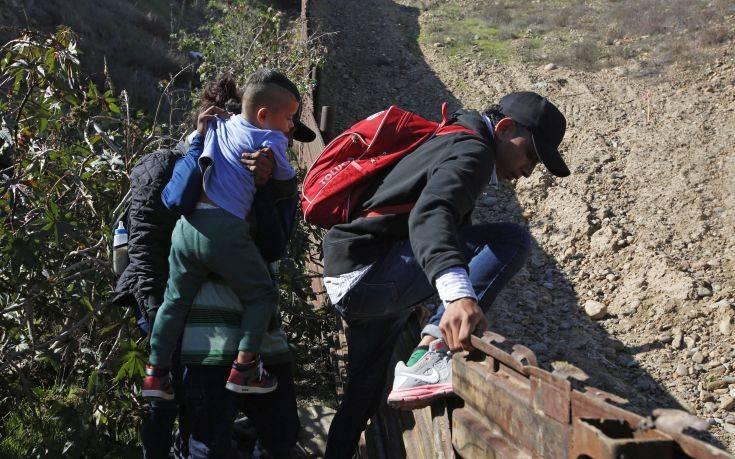 Ακυρώνεται μέτρο για τους ανήλικους μετανάστες στις ΗΠΑ