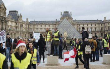 Λιγότερα τα «κίτρινα γιλέκα» στους δρόμους της Γαλλίας