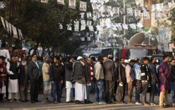 Στους 10 οι νεκροί από τα βίαια επεισόδια στο Μπανγκλαντές