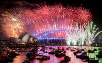 Υπερθέαμα πυροτεχνημάτων για την αλλαγή του χρόνου στο Σίδνεϊ