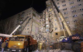 Αυξάνεται ο τραγικός απολογισμός από τα ερείπια της πολυκατοικίας στη Ρωσία