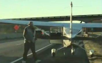 Προσγείωσε αεροπλάνο σε αυτοκινητόδρομο για λόγους ανωτέρας… ανάγκης