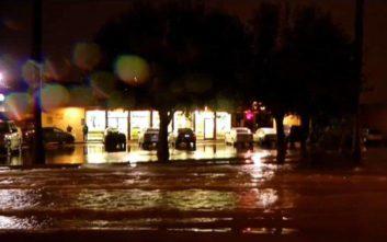 Η παράτολμη ενέργεια του 19χρονου στους πλημμυρισμένους δρόμους