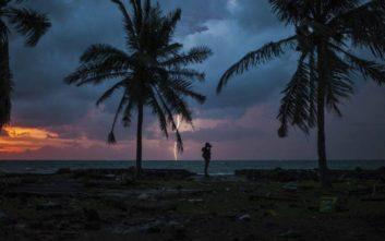 Drones χρησιμοποιούν οι διασώστες στην Ινδονησία για τον εντοπισμό επιζώντων