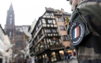 Σε κατάσταση σοκ το Στρασβούργο μετά την επίθεση στη χριστουγεννιάτικη αγορά