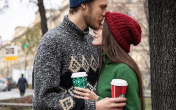 Τα Starbucks μοιράζονται μαζί μας τη μαγεία των Χριστουγέννων