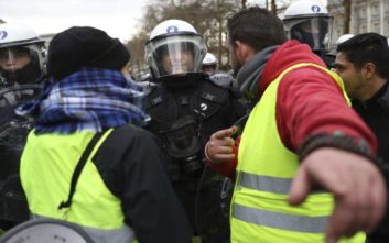 Διαδήλωση «κίτρινων γιλέκων» που τραυματίστηκαν σοβαρά σε επεισόδια με τη γαλλική αστυνομία