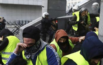 Κίτρινα γιλέκα και στο Βέλγιο, δεκάδες συλλήψεις στις Βρυξέλλες