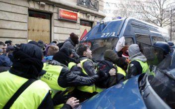 Σκηνικό πολέμου στο Παρίσι, οδομαχίες, δακρυγόνα, τριακόσιες πενήντα συλλήψεις