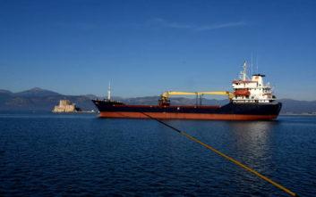 Αποκολλήθηκε το φορτηγό πλοίο που προσάραξε στο Ναύπλιο
