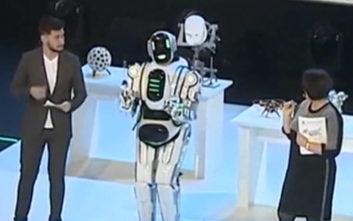 H τρελή ιστορία με το υπερεξελιγμένο ρομπότ των Ρώσων που αποδείχτηκε… άνθρωπος