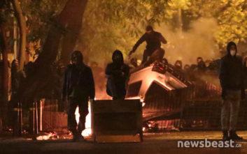 Κουκουλοφόροι αναποδογύρισαν αυτοκίνητο στη Στουρνάρη