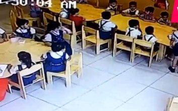Δασκάλα βάζει μονωτική ταινία στο στόμα μαθητών για να κάνουν ησυχία