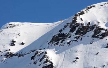 Σκιέρ πιάνεται σε χιονοστιβάδα στις Γαλλικές Άλπεις