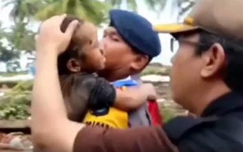 Πεντάχρονος ανασύρθηκε ζωντανός 12 ώρες μετά το τσουνάμι στην Ινδονησία