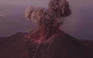 Συγκλονιστικό βίντεο από την έκρηξη του ηφαιστείου στην Ινδονησία