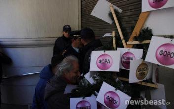 Εικόνες από τη διαμαρτυρία γιατρών και νοσηλευτών στο υπουργείο Υγείας