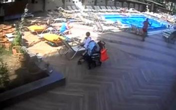 Η απάτη του ζεύγους κατά ταξιδιωτικού γραφείου προδόθηκε από την κάμερα ασφαλείας