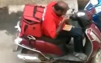 Ο ντελιβεράς καταγράφηκε να… τρώει το φαγητό που είχε παραγγείλει πελάτης