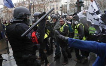 Κίτρινα γιλέκα: Ξεκίνησε η δίκη αστυνομικού που άσκησε βία σε διαδηλωτές