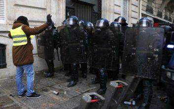 Σχεδόν 1.000 προσαγωγές στη Γαλλία, περισσότεροι από 720 άνθρωποι τέθηκαν υπό προσωρινή κράτηση